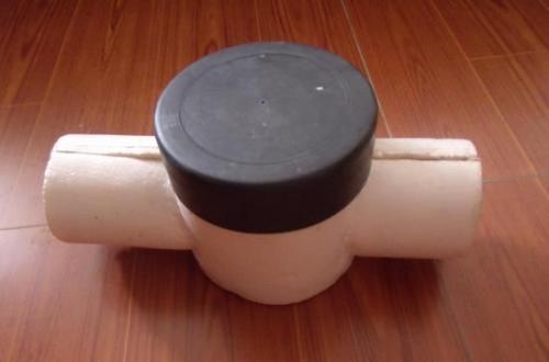 4、综合保温成本低:用本材料虽一次性投入高,但其寿命长,不需要频繁更换,不仅节约材料费,也节省大量人工费。而且因保温、保冷效果好,节能更是一种长期的节约。其综合保温成本比其它保温材料反而更低。 5、防止结露:本材料为闭孔结构,它是靠闭孔内的气体绝热而非聚乙烯材料实现绝热。其具有优异的抗水汽渗透能力。所形成内置的隔汽屏障,即是保温层又是隔汽层,不需另设隔汽层。湿阻因子μ数值远远大于其它保温材料。能有效地避免结露现象发生。 6、防火性能好:本材料不仅生产普通型而且也生产阻燃型(氧指数≥27)、难燃型(氧指数≥32)两种能满足不同消防要求的高档绝绝热材料。而且本品在现有的泡沫类保温材料和国内同类产品中烟毒性为zui小。 7、耐侯性:本材料由于交联度高、稳定性好,紫外线人工照射300小时,表层毫无变化,使用寿命长。 8、耐腐蚀性:本材料可耐多种化学药品,浸泡后基本不变形,不龟裂,因而可广泛用于化工管道、贮罐的保温。 9、耐低温性:在强低温下,本材料结构不破坏、不变形、不龟裂。 10、无毒性:本材料不具有任何有毒物质。在高温分解时,也不会产生有害气体。 11、缓冲性:本材料其抗撞击性、缓冲性为其它保温材料zui佳。 12、其它优点:美观、多种颜色供选择;易加工,易与其它材料复合;柔软光洁,手感好;质轻如棉等。
